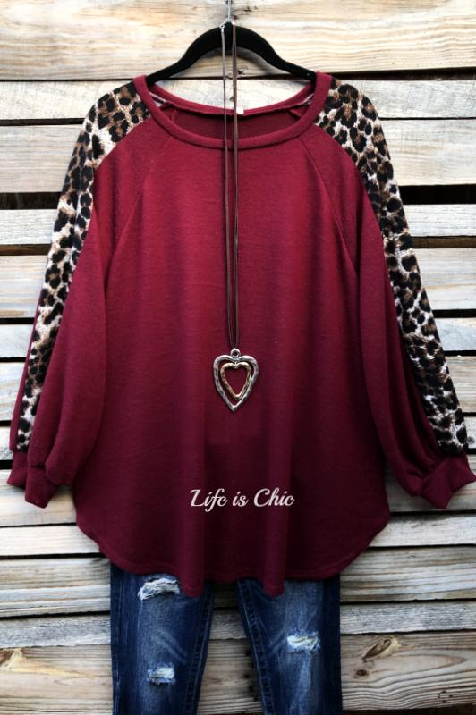 EVERYDAY IN THE WINTER SO SOFT SWEATER TOP IN BURGUNDY