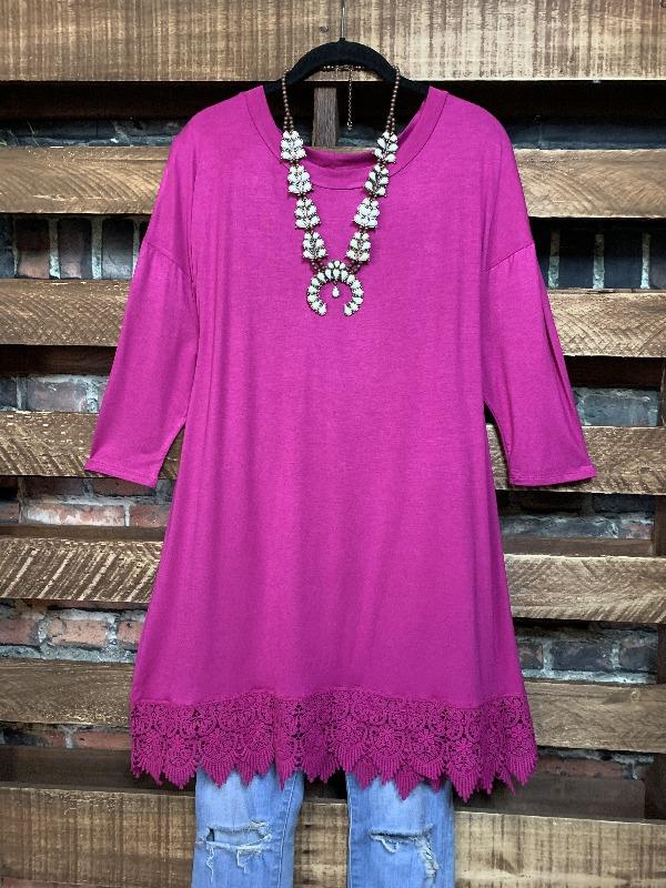 WHEREVER YOU GO LACE PRETTY T-SHIRT TUNIC IN MAGENTA