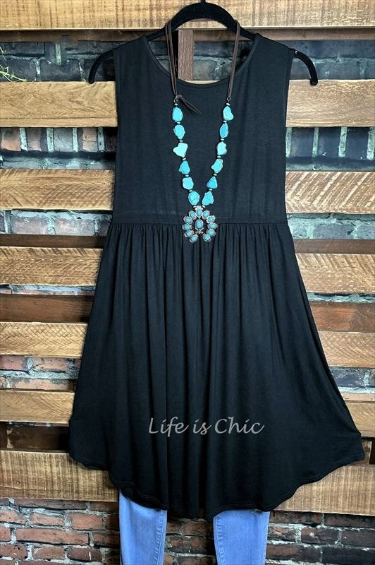 KEEP THINGS SIMPLE CASUAL SWING DRESS IN BLACK