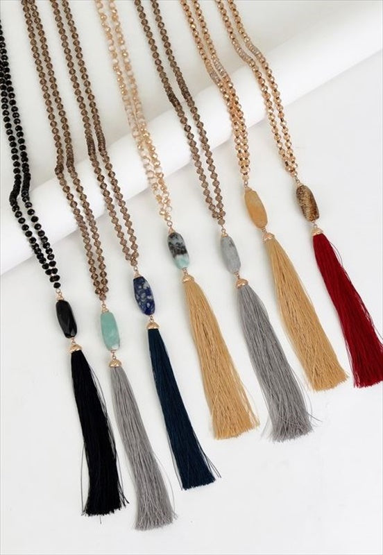 NATURAL STONE PENDANT AND GLASS BEAD TASSEL NECKLACE IN LAB/GREY