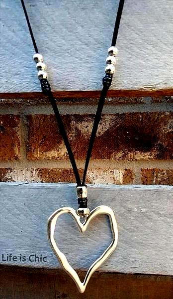 RUSTIC VICTORIAN HEART NECKLACE & EARRING SET SILVER COLOR