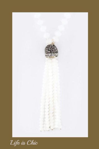 DELICATE BEADED TASSEL IN NATURAL