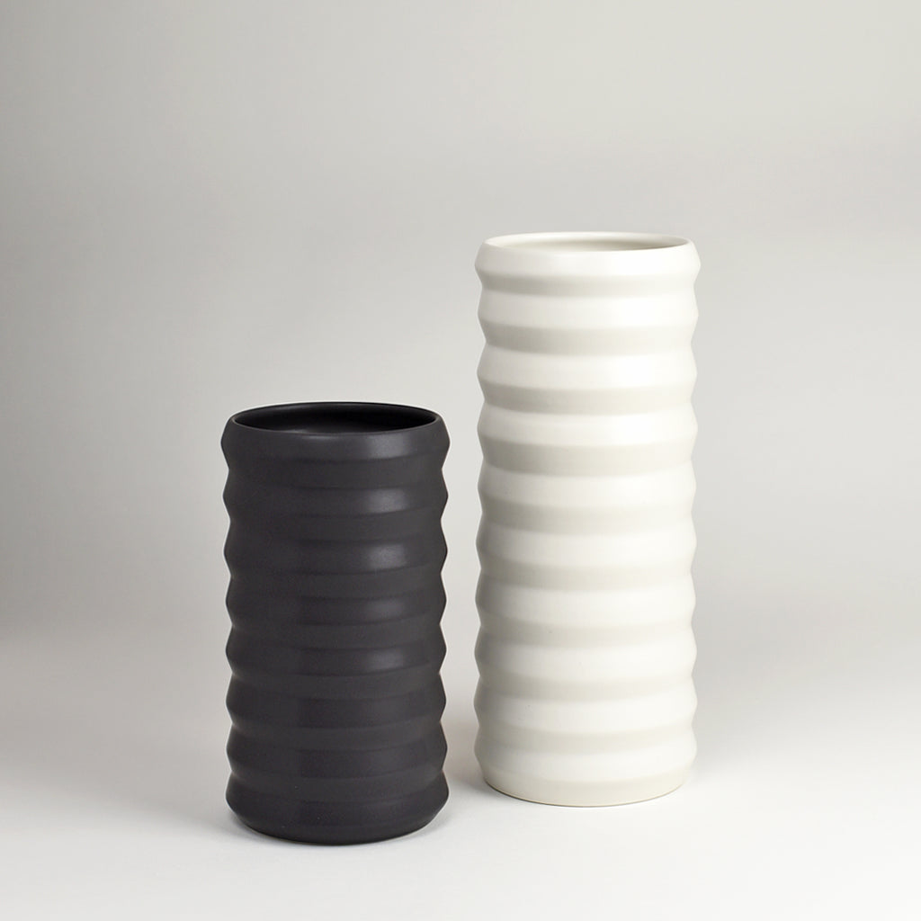 Standard Ridge Vase / Dusty Black