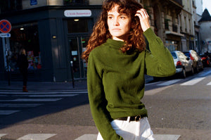 Les Sublimes Ethical Cashmere Turtleneck in Forest Green