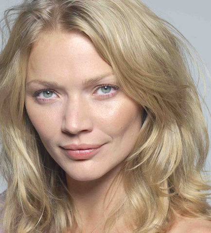 Fashion model and TV personality Jodie Kidd includes ARK Skinperfector Hydrating Serum in her beauty bag to keep her skin hydrated and smooth while travelling.