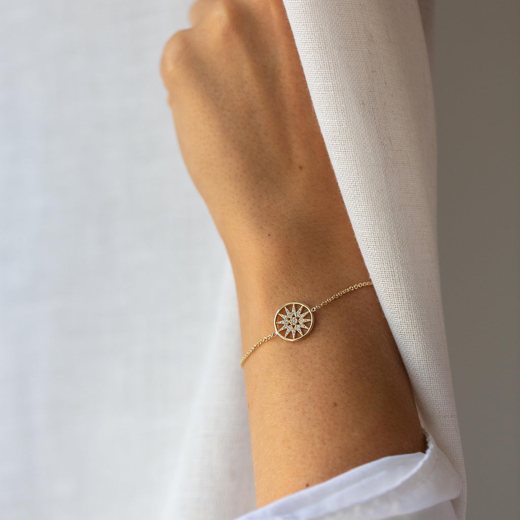 Star Disk Bracelet in Yellow Gold with Diamonds.