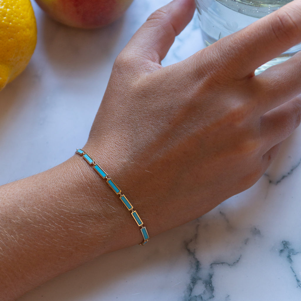 Turquoise chain bracelet in Yellow Gold.