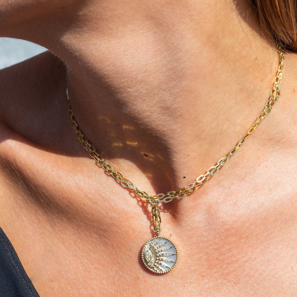 Chain Necklace in Yellow Gold with an Eye Medallion Pendant made with Mother of Pearl and Diamonds.