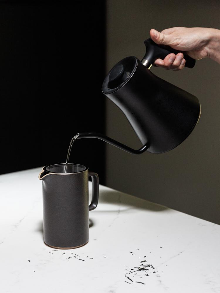 Hasami Porcelain Tall Tea Pot with Strainer - Black