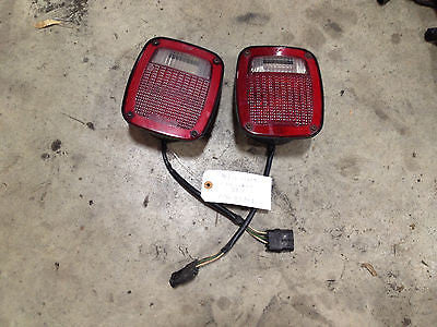 Jeep Wrangler TJ Rear Brake Tail Light Turn Signal 1997 Pair Set OEM FREE SH