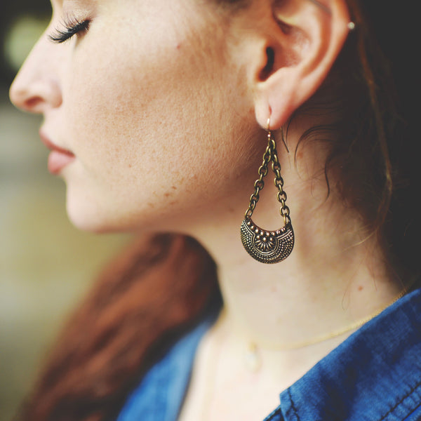 LACY CRESCENT Earring