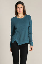 Long Sleeves Tee W/ Asymmetry Hem