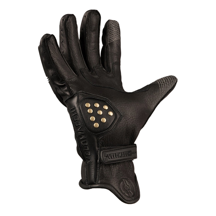 These motorcycle gloves have patterned fourchettes, reinforced brass rivets, Velcro wrist closure.