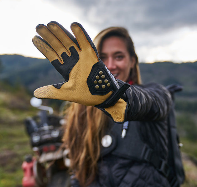 Deerskin palms give these motorcycle gloves improved tactile feel and dexterity for improved comfort while traveling.