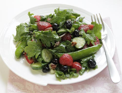 baby-kale-and-berry-salad-with-lemon-poppy-vinaigrette2