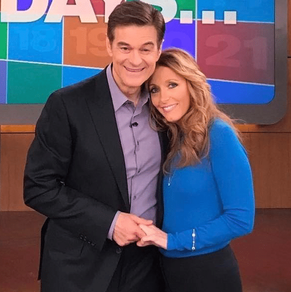 Dr. Kellyann with Dr. Oz talking about the 21-day detox that keeps celebs thin and young