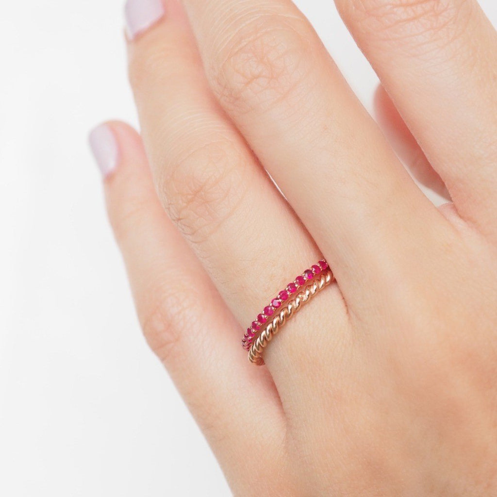 1.5 mm. Twist Band Ring