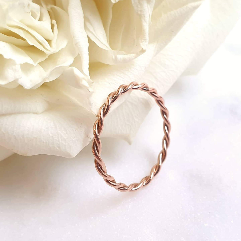 1.6 MM. RELAXED TWIST BAND RING