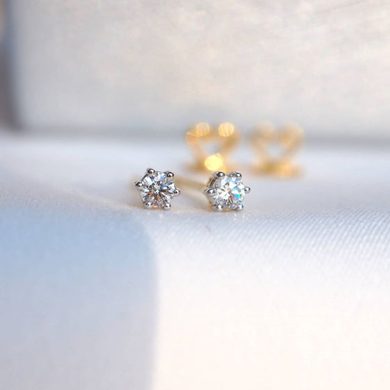 STUD DIAMOND EARINGS