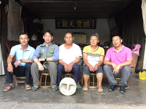 Mr Chen Huai Yuan (2nd from left) and Che Sun Hao owner Mr Che Zhi Xin (3rd from left)