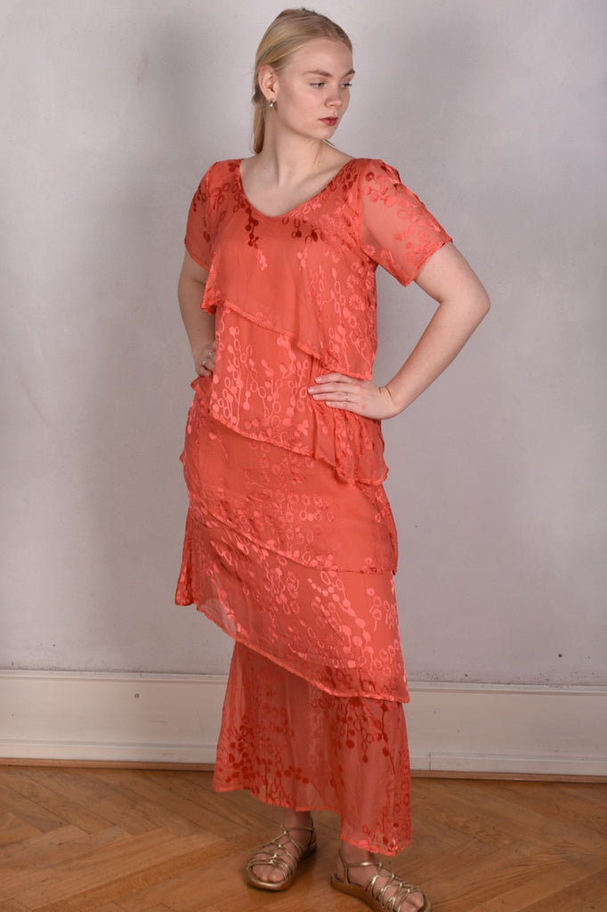 Ann-Frida, Maxi dress in several layers of silk. (Coral Red)