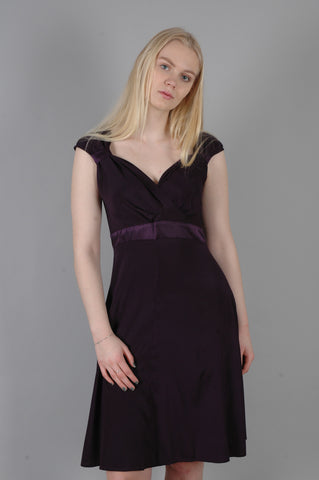 """Magda"" kjole i stretch silke satin (mat) med justérbare stropper. Night Purple"