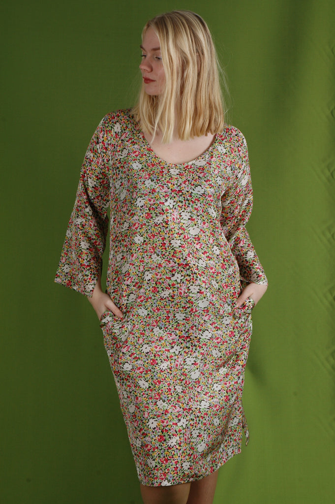 """Hidrea"" Kaftan-dress with pockets. 100% Habotai Silk. Print: ""Valley"""