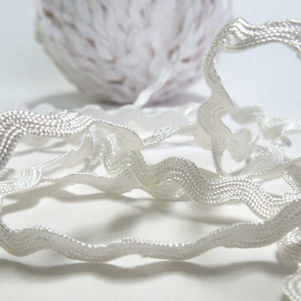 6 mm White Ric Rac, White Reversible Decorative Trim, 5 metres of 6 mm wide White Ric Rac