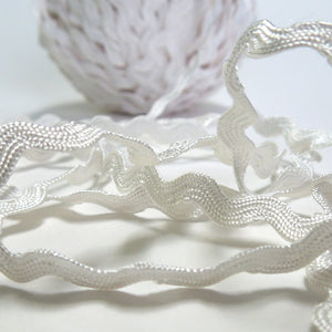 6 mm White Ric Rac, White Reversible Decorative Trim, 5 metres of 6 mm wide White Ric Rac - Fabric and Ribbon