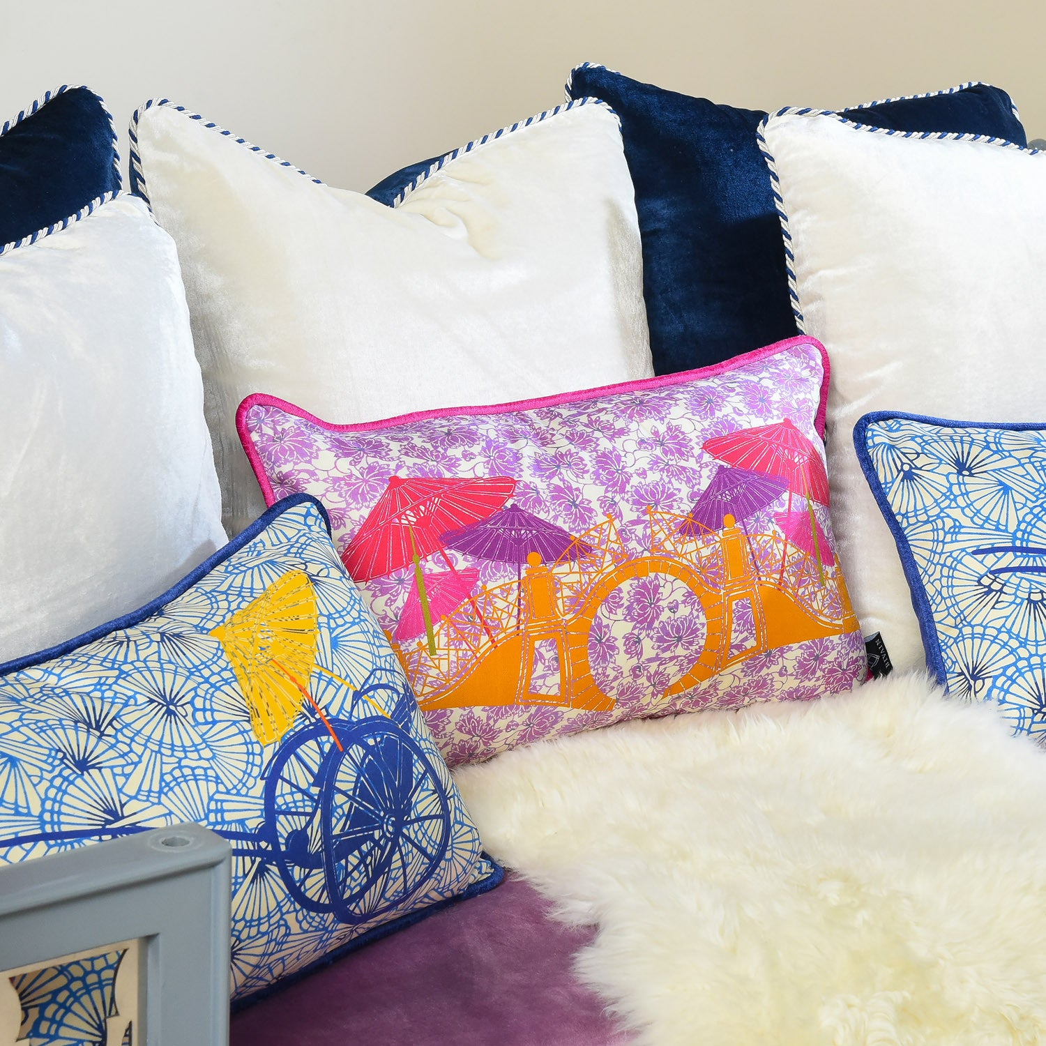 Silk twill and velvet lilac Japanese print cushion - Bivain - 2