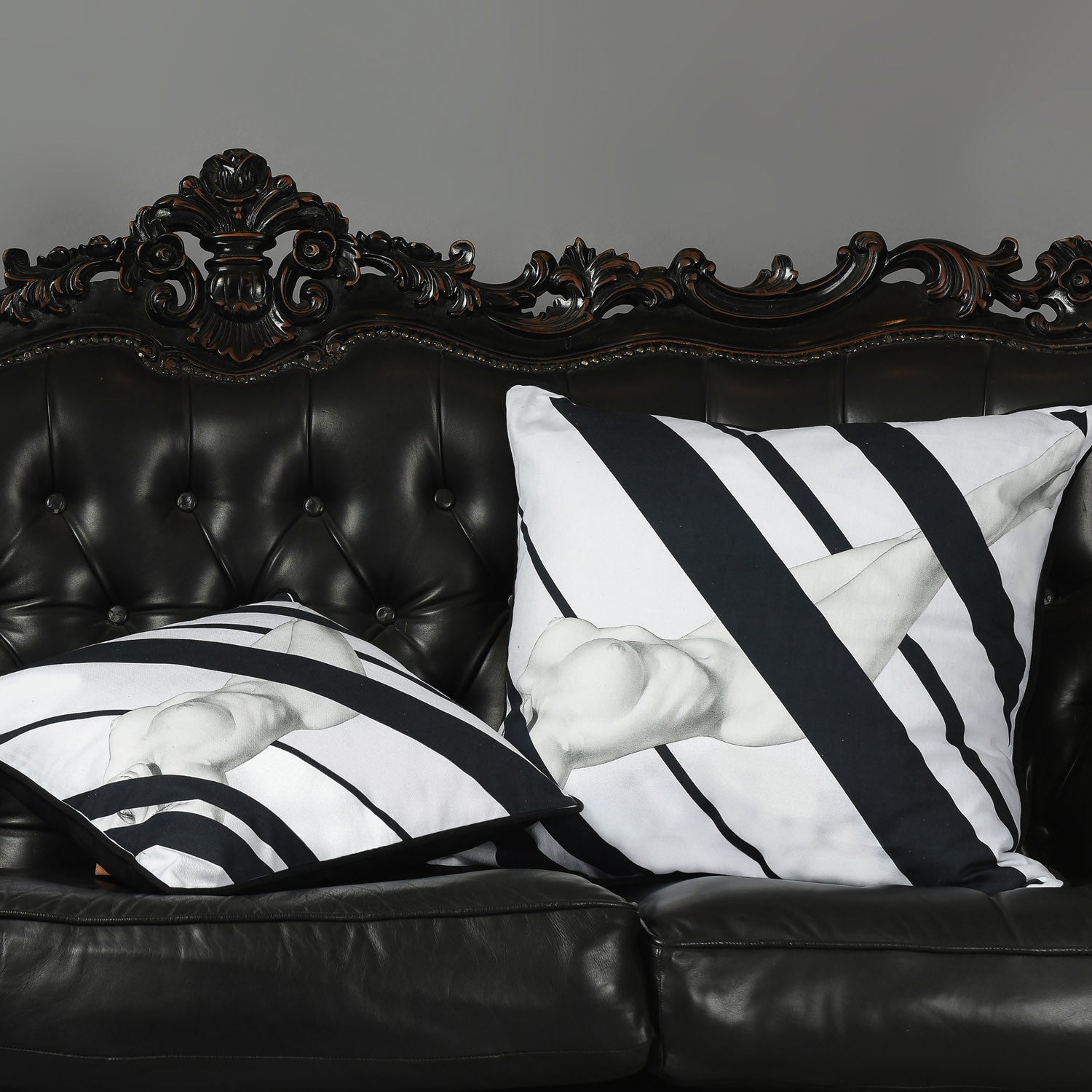 Cotton black & white reclining nude print cushion - Bivain - 2