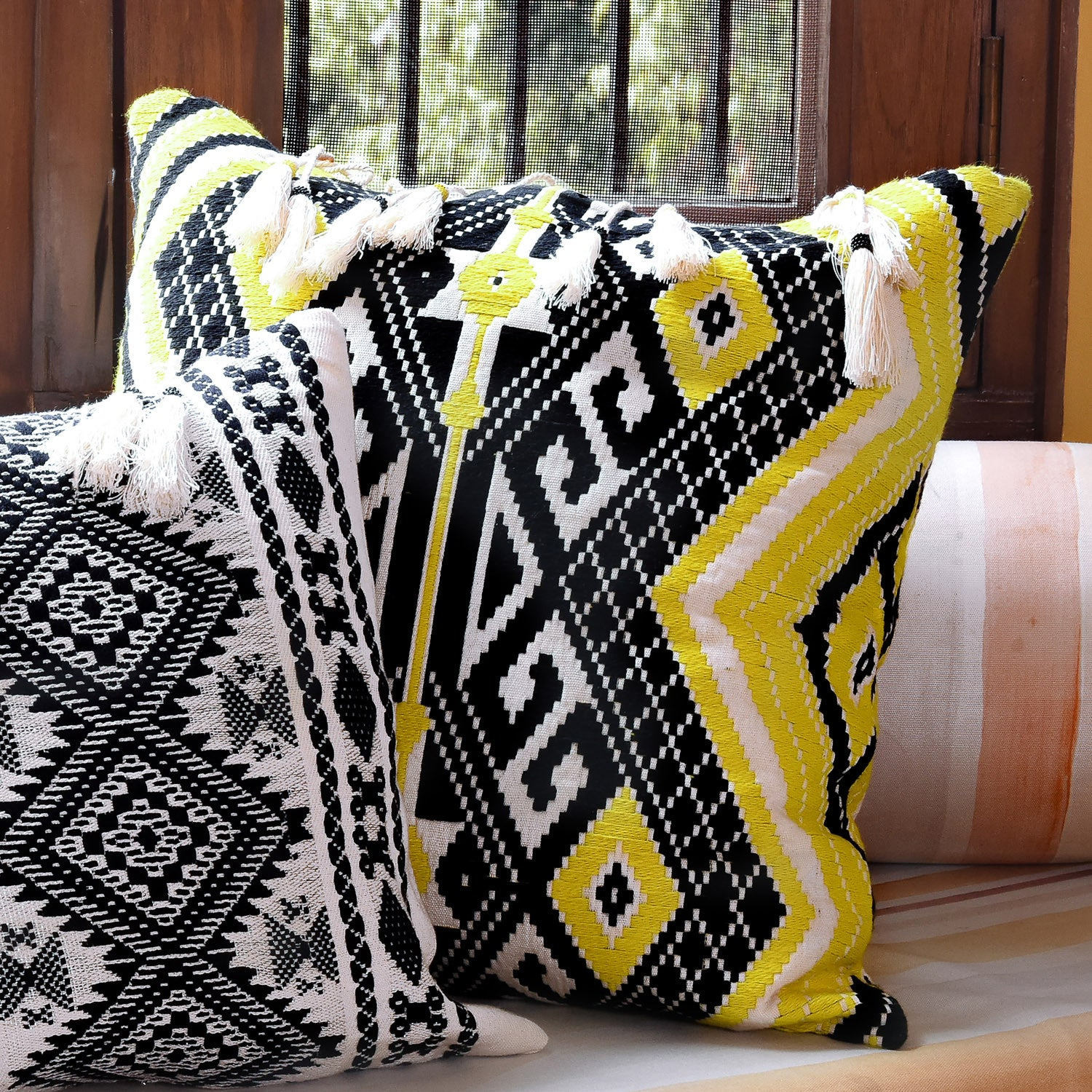 Bedouin-style yellow, black & white tasselled cotton cushion - Bivain - 3