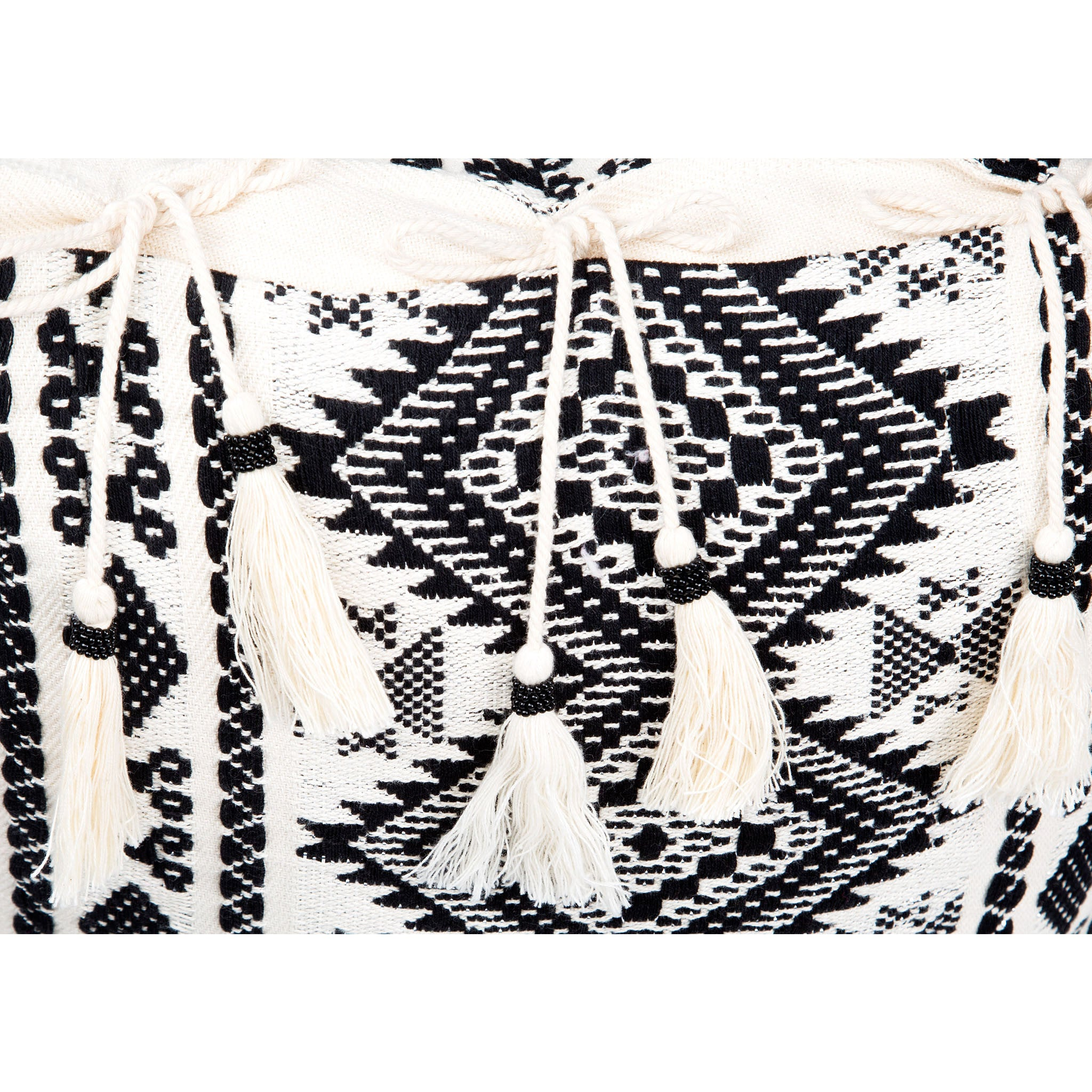 Bedouin-style black & white tasselled cotton cushion - Bivain - 4