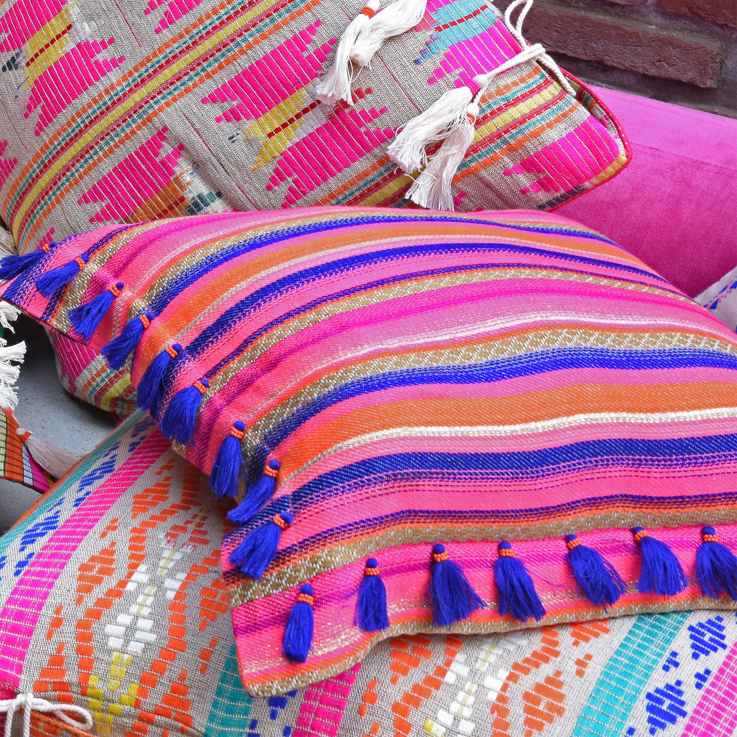 Bedouin-style orange cotton tasselled cushion - Bivain - 2