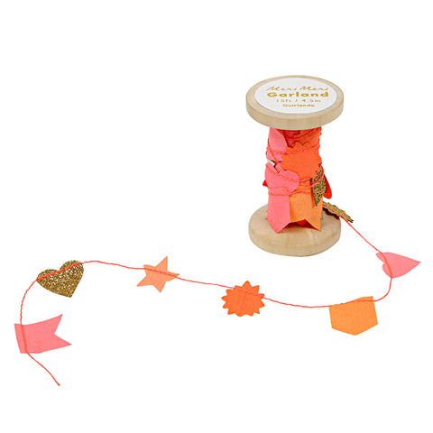 Meri Meri - PINK GARLAND ON WOODEN SPOOL