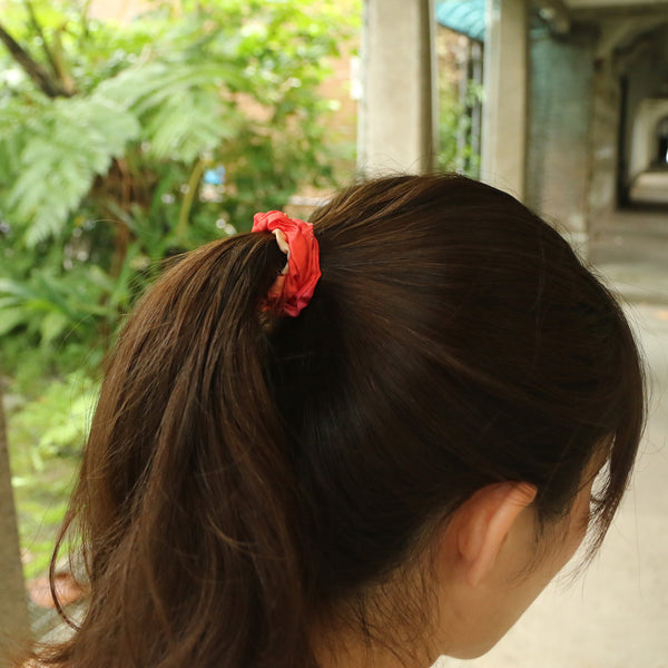 Buy Poppy Pulse Red silk fashion scrunchie online paris taipei tokyo dover street market selfridges isetan