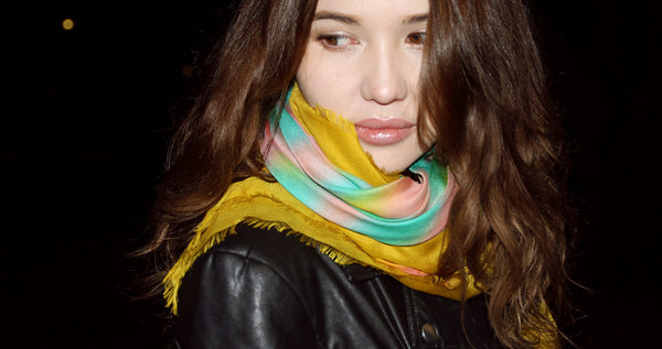 最高の品質と良い価格で美しい高級スカーフを購入する Buy beautiful big fringe scarf styles for women online, in paris, taipei & tokyo.