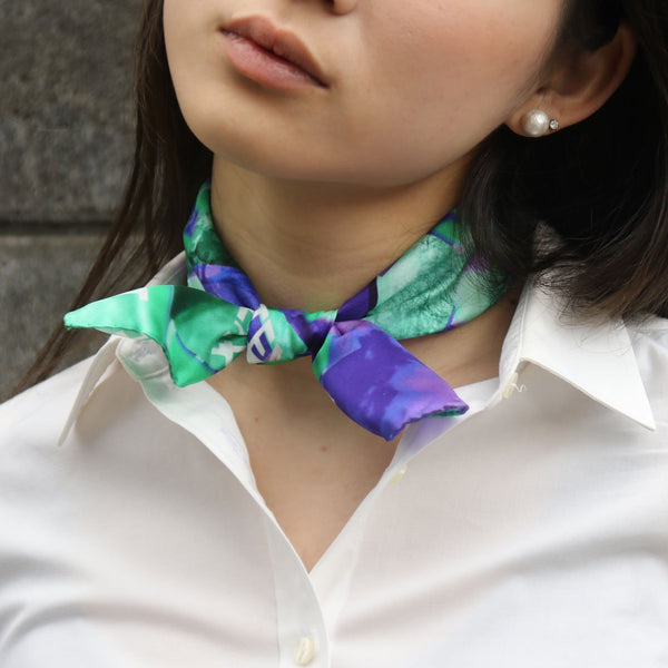 buy-stylish-fashion-purple green silk-scarfs-vetements-online-paris-taipei-tokyo-vogue-isetan-スカーフ-スカーフコーデ-harrods-dover-street-日乃ユカ photography nananano
