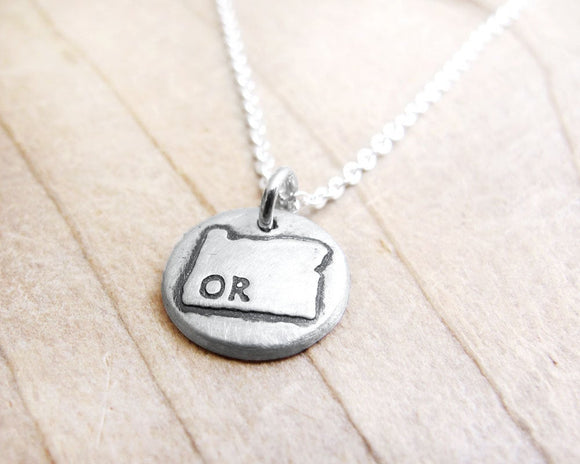 Tiny Oregon necklace in silver