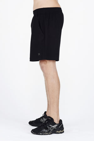 Guy wearing black BAM.U training basketball bamboo shorts