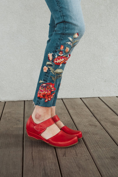 L'Artiste Gloss Wedge in Red