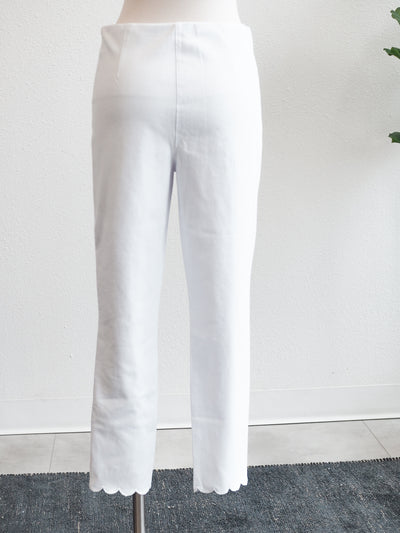 Tribal Flatten It White Capri W/ Scallop Hem
