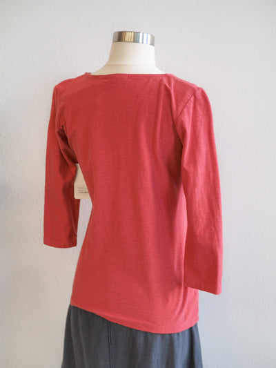 Cut Loose 3/4 Sleeve Tuck Front Heart Top