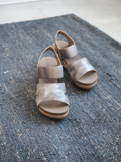 Corky's Fig Taupe Metallic Sandel
