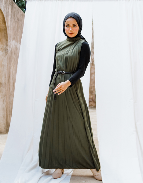 Sleeveless Pleated Maxi Dress in Army