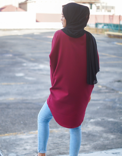 Batwing High Low Top in Maroon
