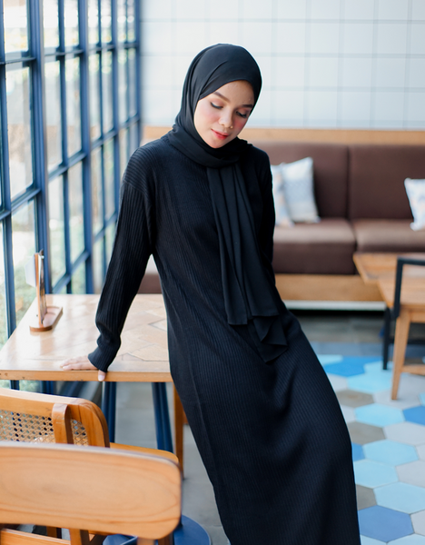 Soft Knitted Maxi Dress in Black