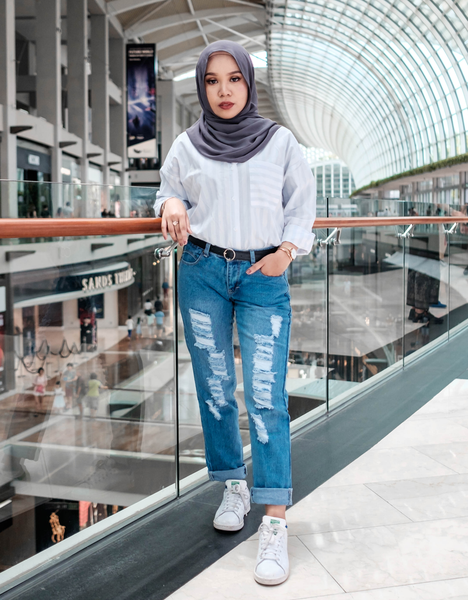 Hijab-Friendly Distressed Jeans