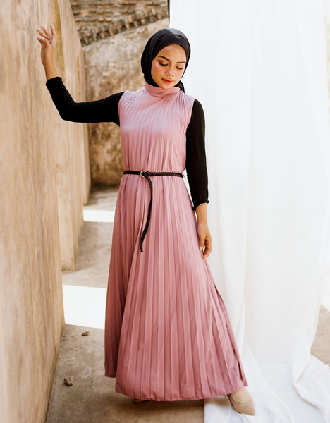 Sleeveless Pleated Maxi Dress in Dusty Pink