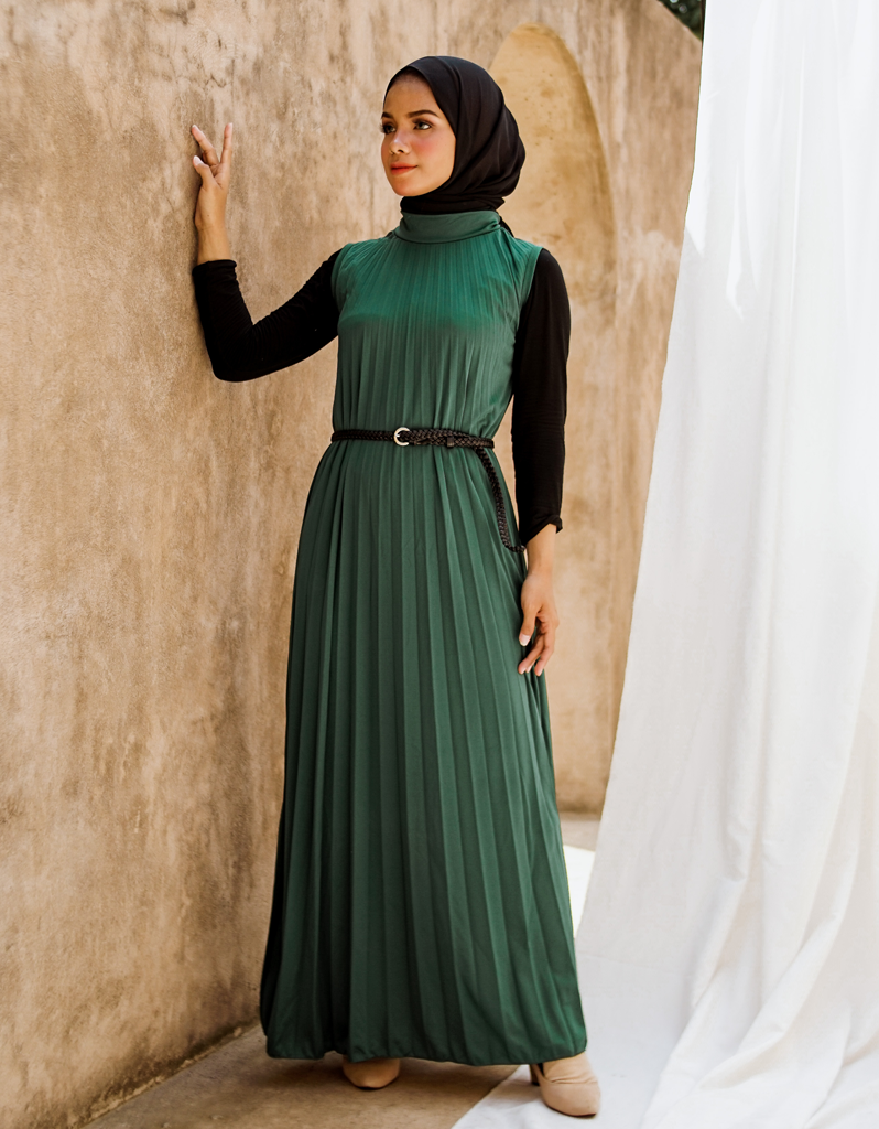 Sleeveless Pleated Maxi Dress in Forest Green